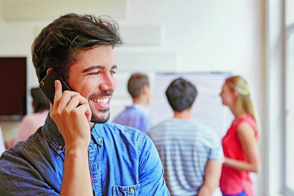 Bild zum Beitrag 'So sehr stört das private Smartphone bei der Arbeit'