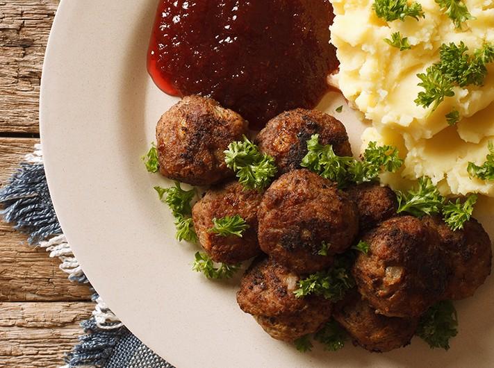 Bild zum Beitrag 'Schwedische Hackfleischbällchen mit Kartoffelbrei'