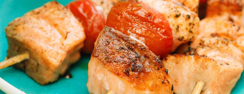 Bild zum Beitrag 'Gegrillte Lachsspieße mit Tomatenherzen'