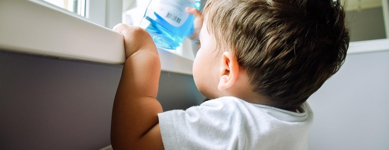 Bild zum Beitrag 'Vorsicht Gift! Gefahren für Kinder im Haushalt'