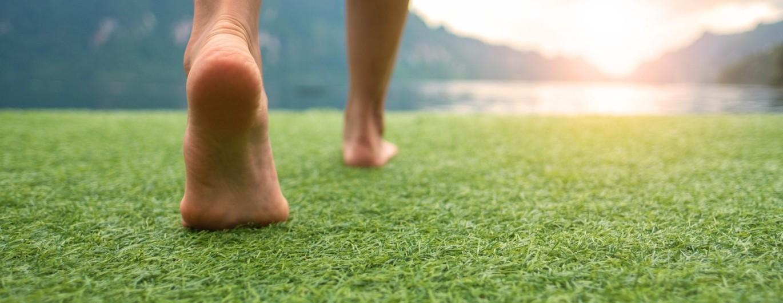 Bild zum Beitrag 'Schuhe aus! So gesund ist Barfußlaufen'